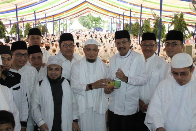 Gubernur Sumut dan 3.500 Jamaah Ikuti Doa dan Zikir Bersama Arifin Ilham