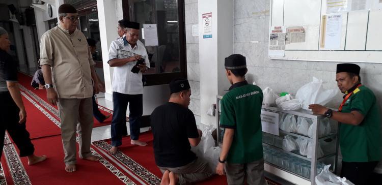 """""""Nasi Ummat Masjid Agung, Silahkan Ambil dan Isi..."""""""