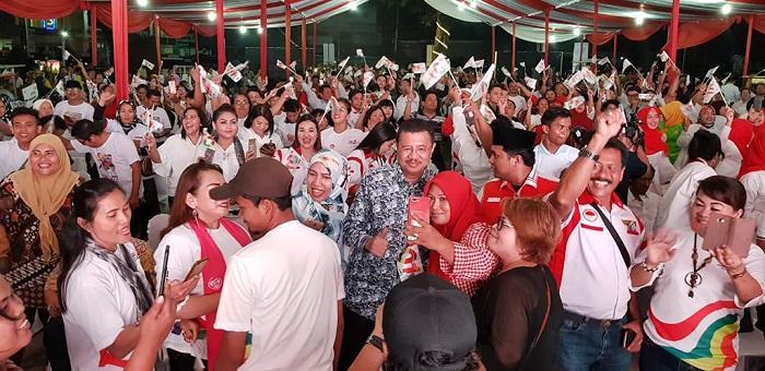 Tengku Erry dan Relawan Jokowi, Meriahkan Nobar Debat Capres-Cawapres
