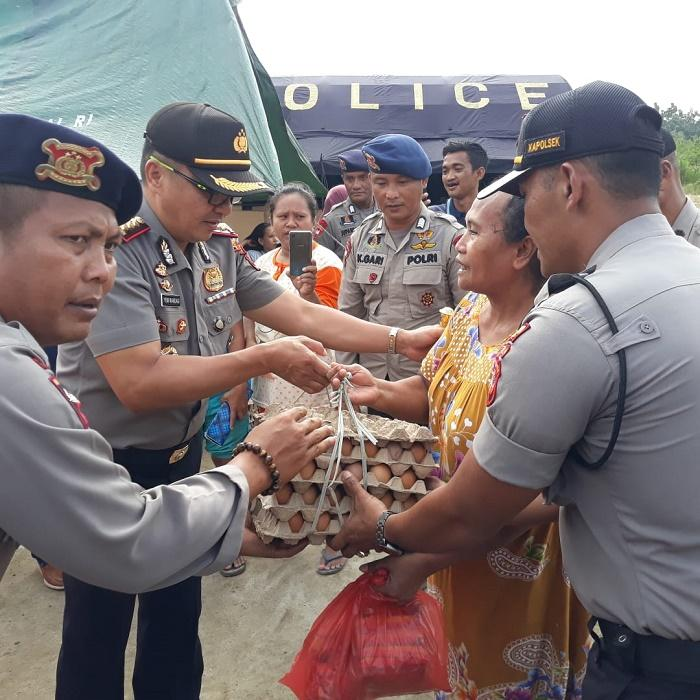 Kapolresta dan Ketua Bhayangkari Deli Serdang Berikan Bantuan Sembako kepada Korban Banjir di Tanjung Morawa