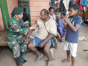 Satgas Yonif Mekanis Raider 411 Kostrad Gelar Pengobatan Keliling di Daerah Pedalaman