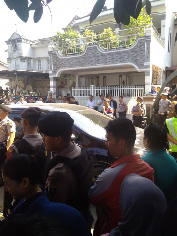 Ingin Turut Menyaksikan, Masyarakat Padati Lokasi Rekonstruksi Pembunuhan Hakim PN Medan
