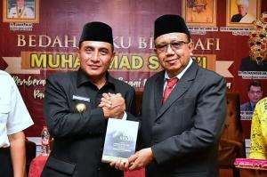 Peluncuran Buku Biografi Mhd Syafii, Gubernur Sumut Apresiasi Kisah Si Pemberani dari Batubara