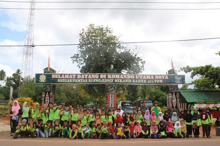 Siswa MI Al Maarif Kunjungi Pos Komando Utama TNI di Sota, Belajar Paket Cinta Tanah Air