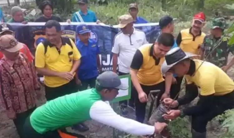 Kasat Reskrim Polrestabes Medan dan Muspika Percut Seituan Tanam Pohon di Bantaran Sungai Desa Bandar Setia