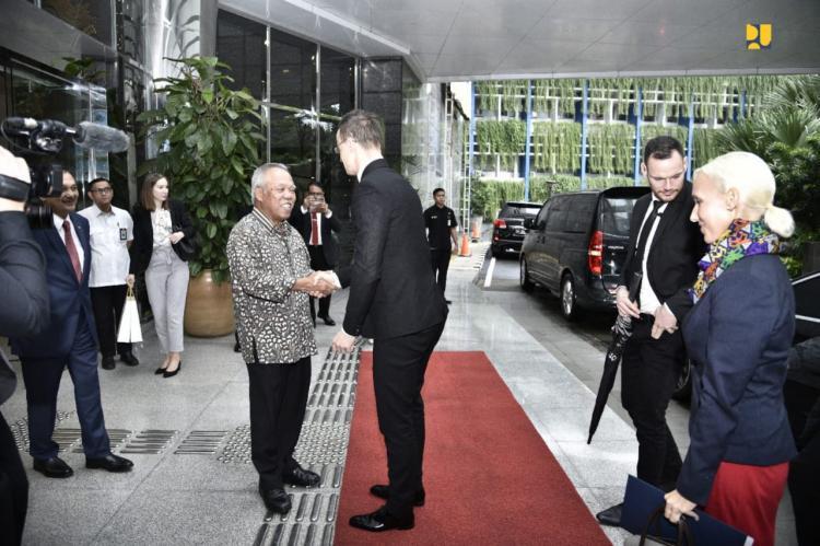 Indonesia dan Hungaria Jajaki Kerja Sama Teknologi Nirsentuh pada Gerbang Tol