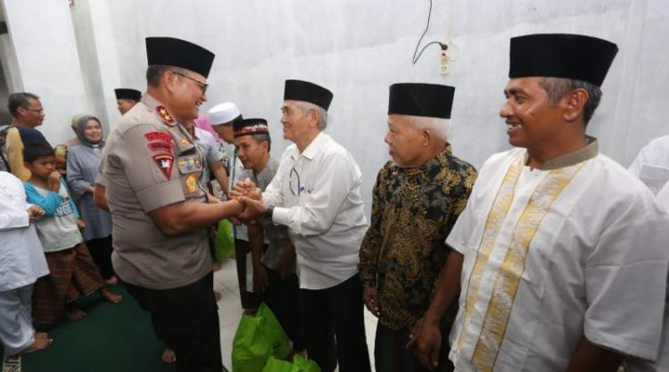 Jumat Berkah, Kapolda Sumut Sambangi Warga di Masjid Al Hurriyah Medan Perjuangan