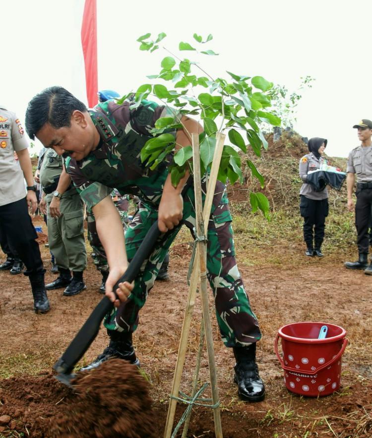 Panglima TNI Peringati Hari Gerakan Sejuta Pohon Dunia