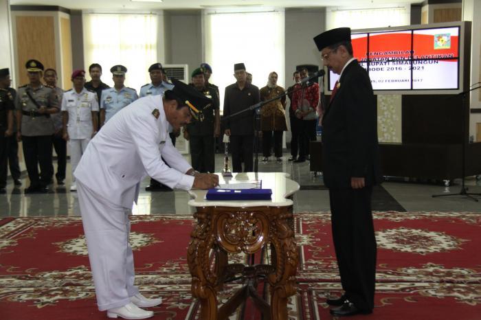 Gubernur Lantik Wakil Bupati Simalungun Amran Sinaga