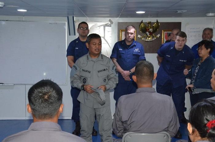 Kepala Bakamla Tinjau Latihan MTT USCG di Batam