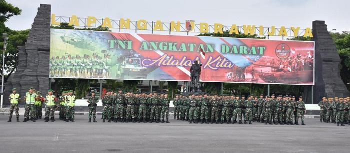Danrem 084/Bhaskara Jaya Pimpin Apel Pasukan Pengamanan Sambut Kunjungan Presiden RI di Surabaya