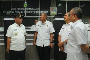 Plt Wali Kota Medan Kunjungi Kantor DPMPTSP, Pastikan Pelayanan Perizinan Berjalan Baik