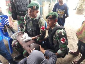 Tim Kesehatan Satgas Yonif 755 Kostrad Bantu Sembuhkan Yakob Putra Daerah Papua