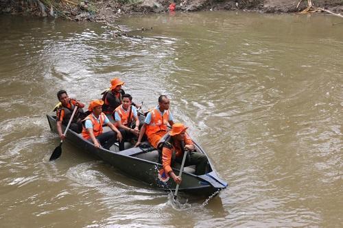 Bersihkan Sungai Deli, BPBD Kota Medan, Akademisi dan Komunitas Pecinta Lingkungan Edukasi Masyarakat