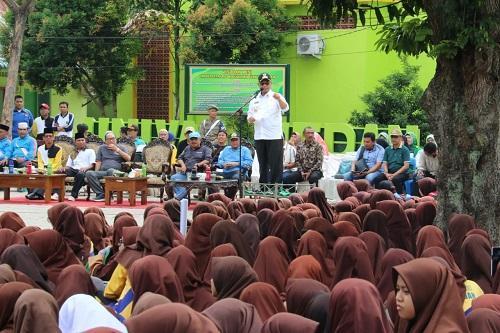 Plt Wali Kota Medan Ajak Siswa Madrasah Muallimin Peduli Lingkungan