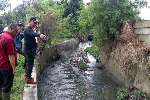 Aliran Sungai Bederah Terhambat, Plt Wali Kota Medan Tinjau ke Helvetia