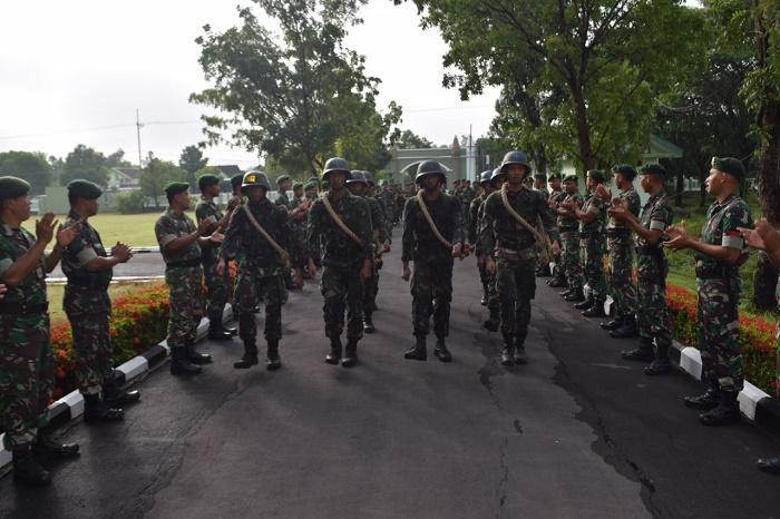 Yonarmed 12/Divif 2 Kostrad Sambut Kedatangan 10 Bintara Remaja di Ngawi