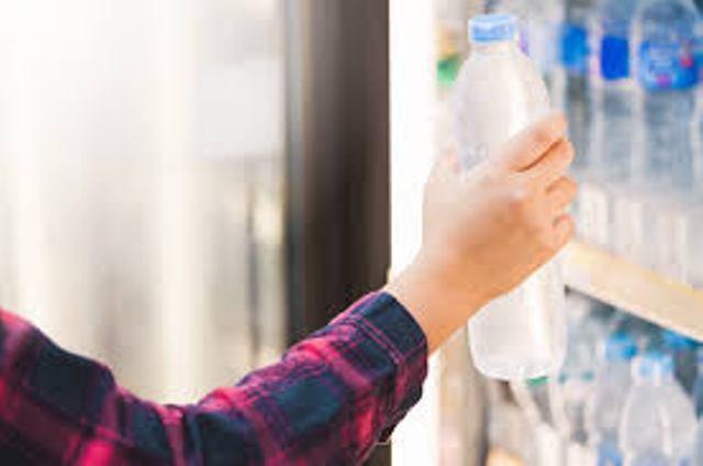 Temuan Zat Mikroplastik di Air Kemasan, BBPOM Akan Kaji Ulang