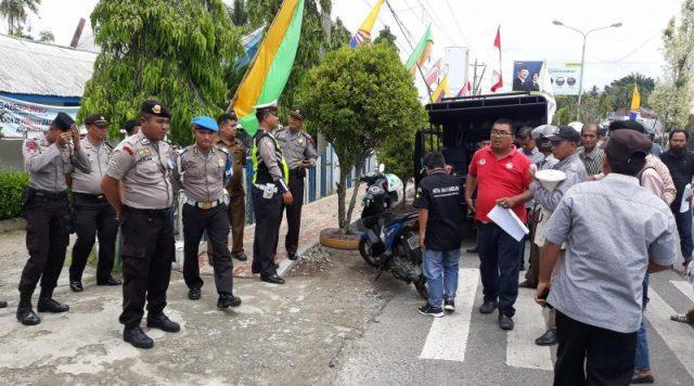 Ratusan Personil Polres Madina Amankan Aksi Demo Terkait Penggunaan Anggaran Dana Desa