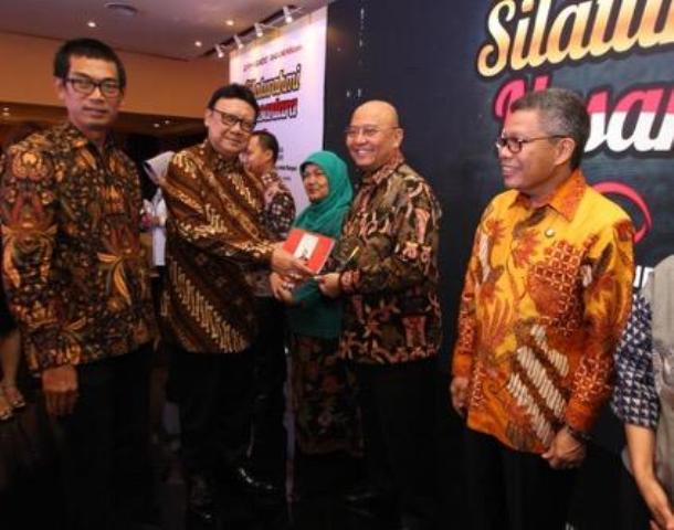 Walikota Medan Terima Penghargaan Indonesia Visioner Leader di Acara Silaturahmi Nusantara
