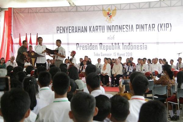 Presiden Jokowi Serahkan KIP di Balige, Gubernur Sumut Sampaikan SMKN 1 Balige Sudah Ikut Program Revitalisasi