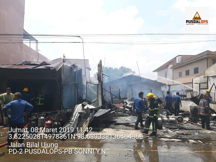 Kebakaran Hanguskan 6 Unit Rumah di Jalan Bilal Ujung Medan