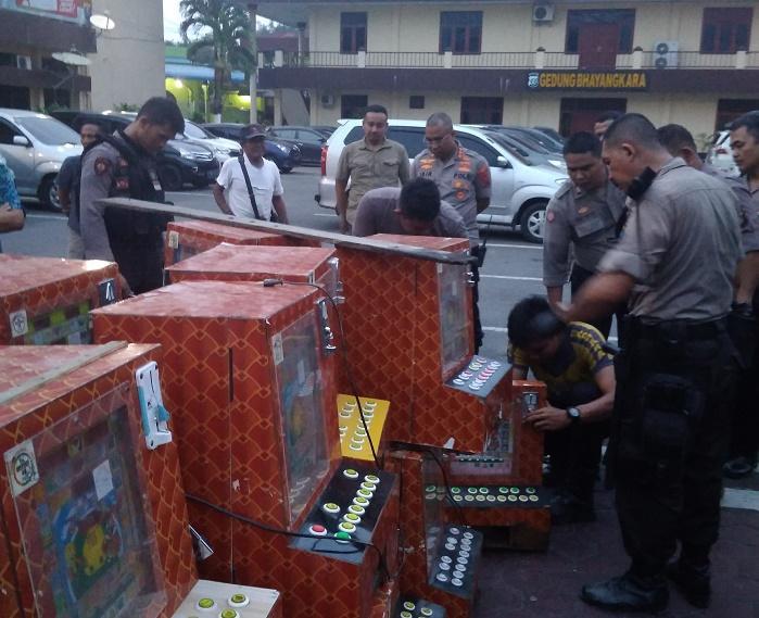 4 Pemuda, 29 Mesin Judi dan 4 Motor Tanpa Dokumen Diamankan Polrestabes Medan dari GKN Jermal 15 Ujung