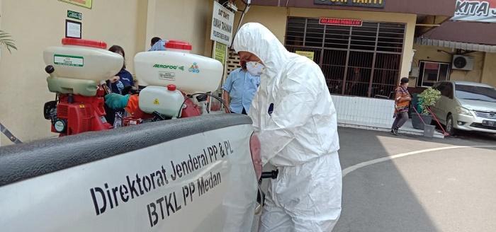 Polrestabes Medan Cegah Penyebaran Covid-19, Sterilisasi Seluruh Ruang Kerja di Mapolrestabes