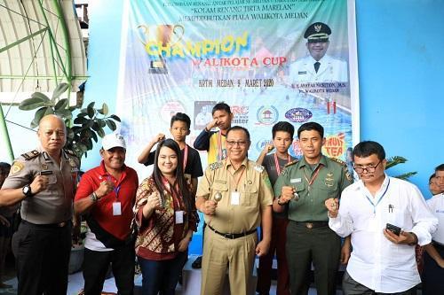 Plt Walikota Medan Buka Perlombaan Renang Antar Pelajar Perebutkan Piala Walikota
