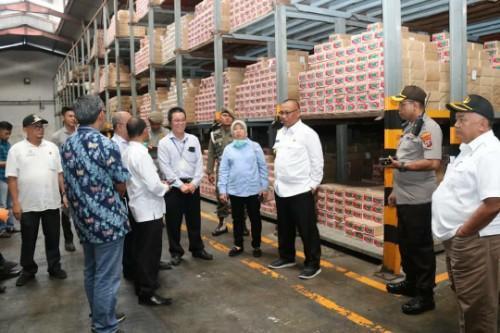 Cek Ketersediaan Pangan, Plt Walikota Medan Tinjau Gudang Bulog