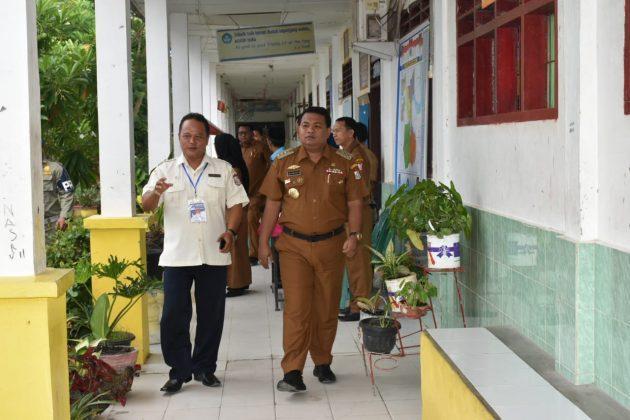 Tinjau UNBK Tingkat SMP, Walikota Tanjungbalai: Kerjakan dengan Cermat, Teliti Jangan Terburu-buru