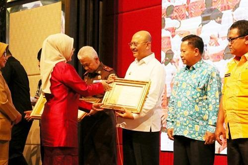 Wali Kota Medan Terima Penghargaan dari Badan POM RI