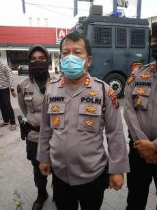 Redam Penyebaran Virus Corona, Satuan Sabhara Kembali Semprotkan Disinfektan Menggunankan Mobil AWC