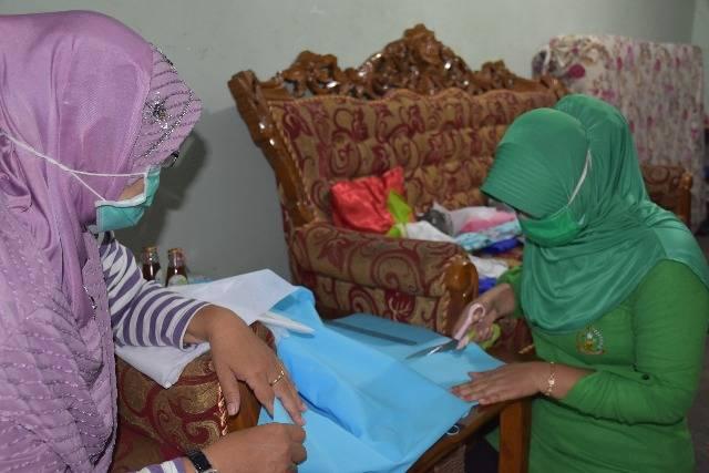 Persit Korem 082/CPYJ Jahit Masker dan Bagikan Gratis untuk Masyarakat Mojokerto