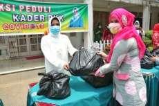 Aksi Peduli Covid-19, Hj Nurul Khairani Akhyar Pimpin Kader TP PKK Kota Medan Berbagi Sembako