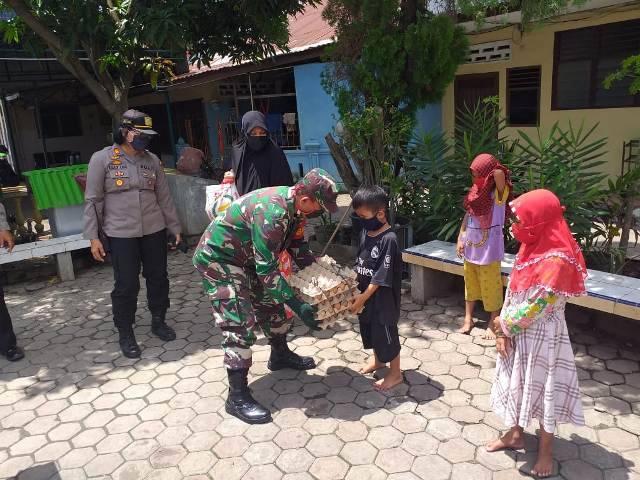 Polsek Medan Baru Berbagi Sembako untuk Ikatan Mahasiswa Papua dan Panti Asuhan