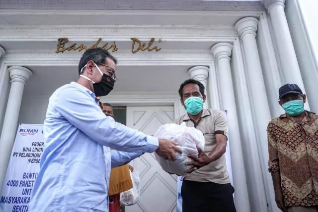 Pelindo 1 Kembali Bagikan 4000 Paket Sembako untuk Masyarakat Belawan