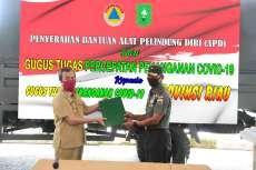 TNI Serahkan Ribuan APD dan Rapid Test