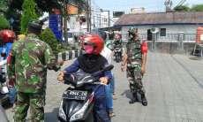 Tim Gabungan TNI-Polri Periksa Setiap Kendaraan yang Keluar Masuk Kota Surabaya
