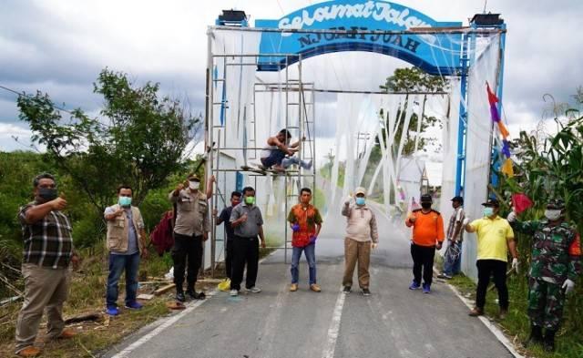 Pandemi Covid-19, Pj Bupati Pakpak Bharat Tinjau Posko Perbatasan di Dusun Perjaratan
