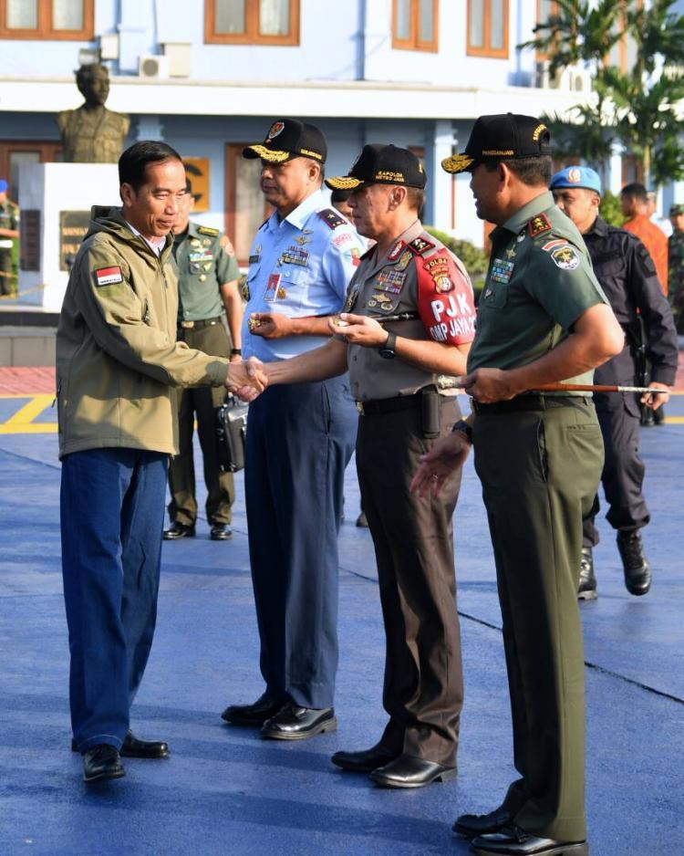Ke Natuna, Presiden Jokowi Saksikan Latihan Perang TNI