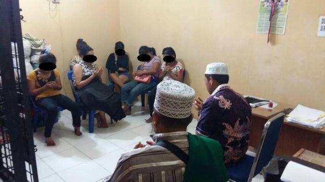 Dapat Ceramah Agama di Polsek Delitua, PSK yang Biasa Mangkal di Simpang Selayang Menangis