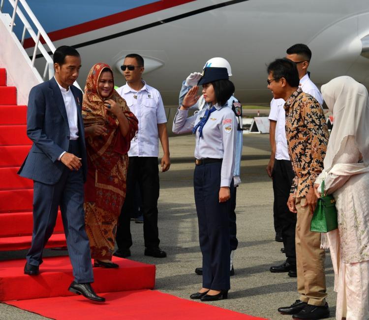 Presiden Jokowi Resmikan Kereta Api Bandara Minangkabau