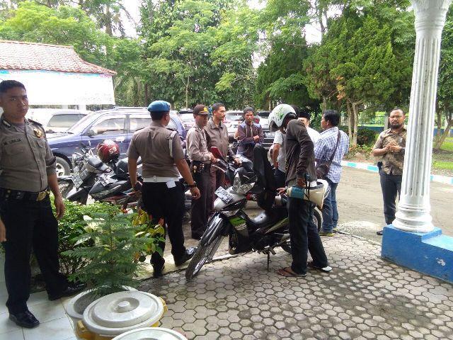 Massa Tuntut KPU Sosialisasikan Kolom Kosong Pilkada Deli Serdang