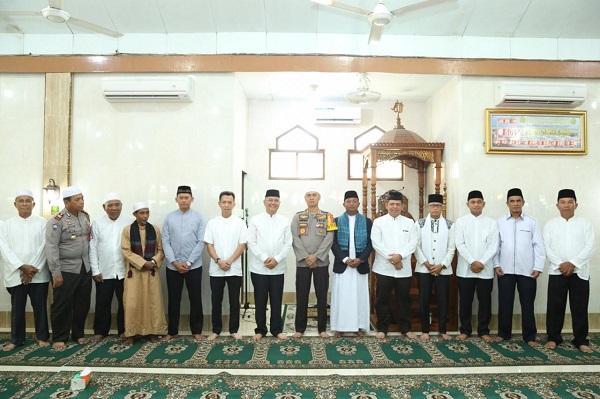 Di Masjid Nurul Huda Marelan, Kapolrestabes Hadiri Dialog Bersama Walikota Medan Sekaligus Sholat Tasbih