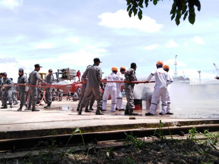 Cawak Kapal Patroli 80 Meter Bakamla Latihan Peran Kebakaran