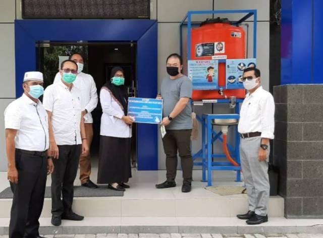 PT SRI Serahkan Bantuan Wastafel dan Mesin Pembersih Air ke Dinas Perizinan Deli Serdang