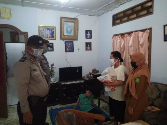 Polsek Medan Timur Kembali Gulirkan Sembako untuk Warga Kurang Mampu