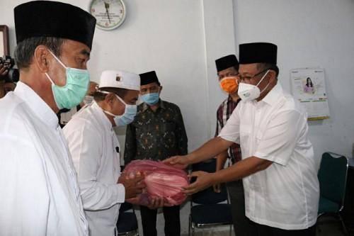 IPHI Berbagi Sembako, Akhyar Nasution Tekankan Pentingnya Pakai Masker Cegah Penularan Covid-19