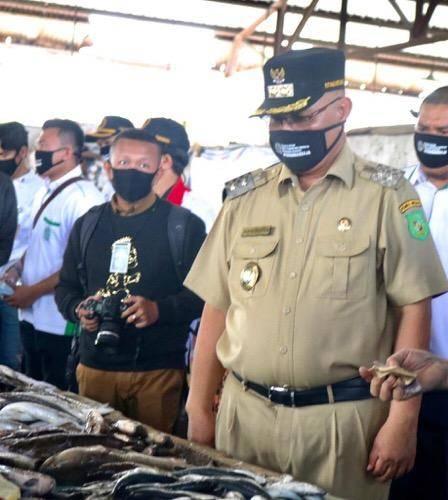 Plt Wali Kota Medan Tinjau Pasar Pendidikan di Glugur, Tertibkan Pedagang dan Pembeli yang Tak Pakai Masker